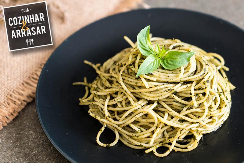 Cozinhar & Arrasar - Espaguete com Pesto de Ervas e Castanhas
