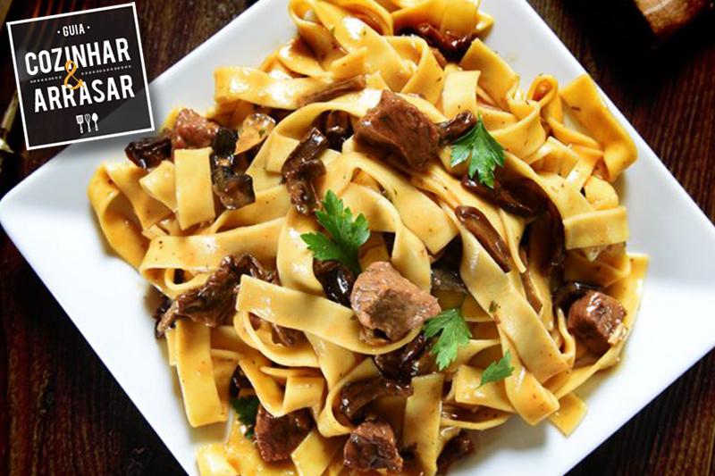 Cozinhar & Arrasar - Fettuccine com carne ao vinho tinto