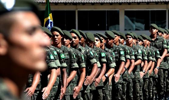 Soldados do exército na formatura