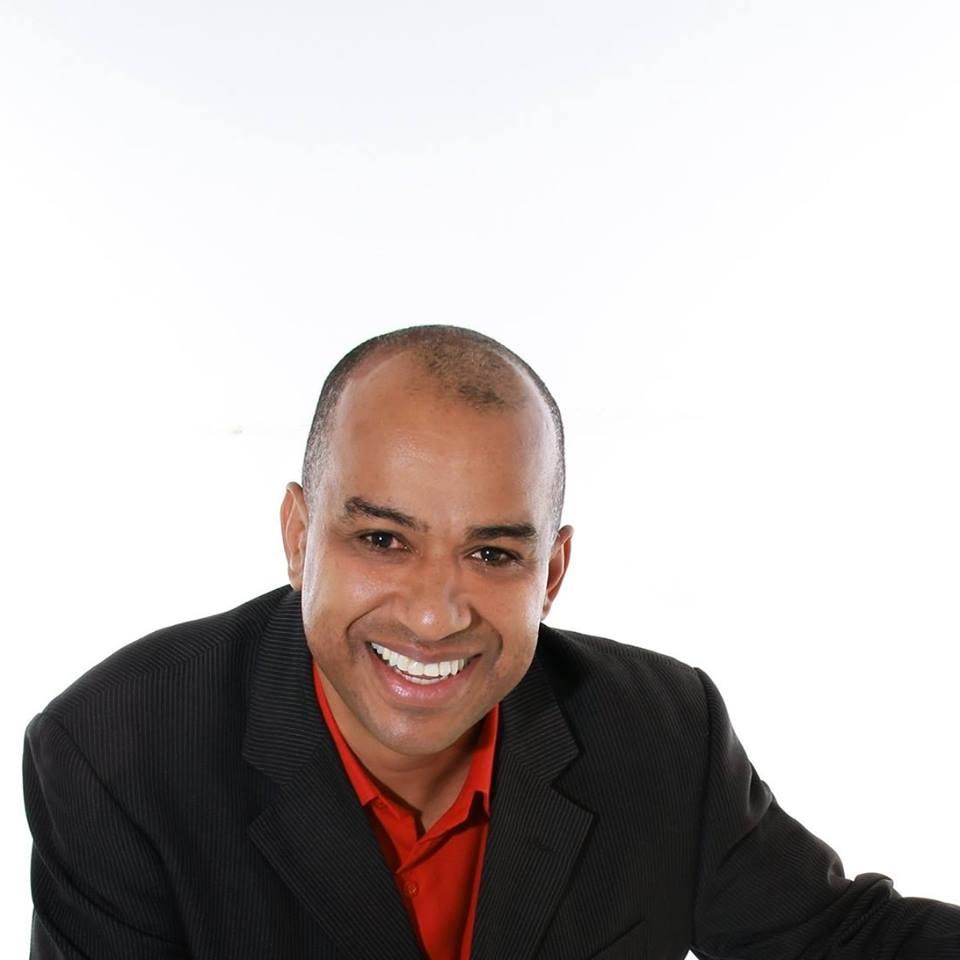 Vanderlei Souza - Minha missão de vida é contribuir para as empresas de serviços venderem mais e melhor, então, juntos vamos montar um processo de vendas INFALÍVEL, tendo CLAREZA do que é necessário para superar as metas.